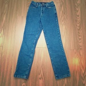 Vintage high wasted Guess Jeans. Good condition.